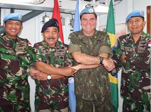 Comandante da Força-Tarefa Marítima recebe visita de Almirante Indonésio