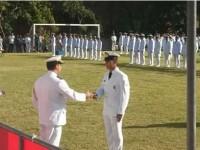 Adido Naval cumprimenta o primeiro colocado do Curso de Aperfeiçoamento de Praças da Armada Paraguaia