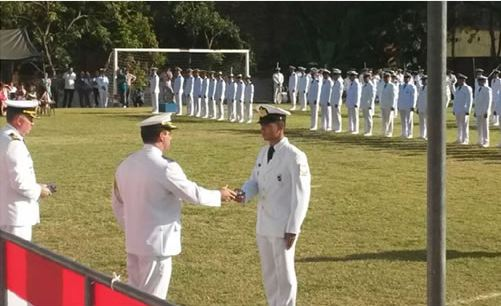 Marinha premia melhores classificados em cursos da Armada Paraguaia