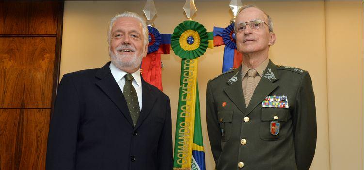Jaques Wagner foi recebido pelo comandante do Exército, general Enzo Martins Peri, em seu gabinente