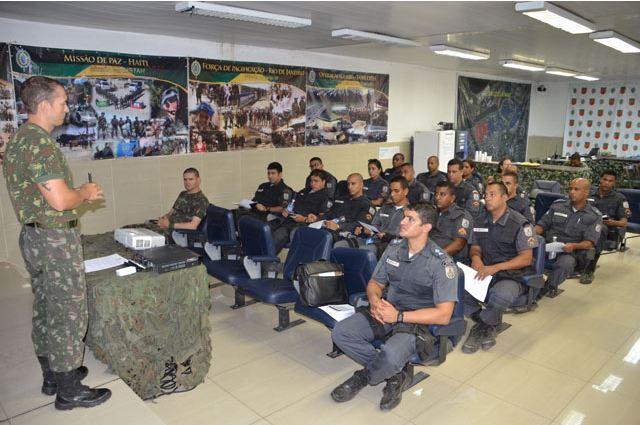 Força de Pacificação da Maré recebe Polícia Pacificadora