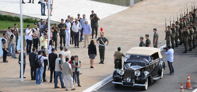 O ensaio geral para a cerimônia de posse foi realizado no último fim de semana: quatro mil militares na segurança