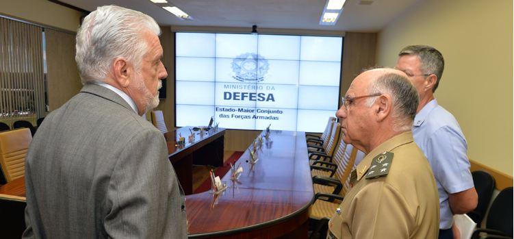 Wagner participa de reunião no Centro de Operações Conjuntas (COC) da Defesa