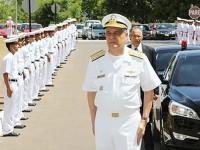 Comandante da Marinha sendo recepcionado no Com7ºDN