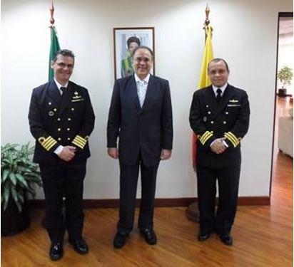 Embaixador do Brasil no Equador recebe Oficiais da Marinha do Brasil