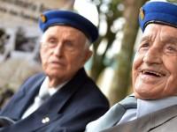Coronel Nestor, 97, a frente, e Tenente-Coronel Vannutelli, 96: heróis nacionais que participaram da épica vitória de Monte Castelo - Foto: Tereza Sobreira
