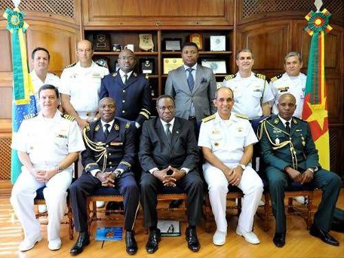 Comitiva de Camarões visita o Comando de Operações Navais