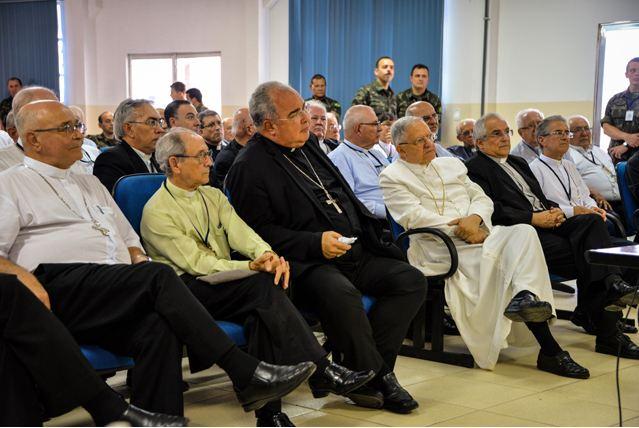 Autoridades Eclesiásticas visitam a Força de Pacificação do Complexo da Maré