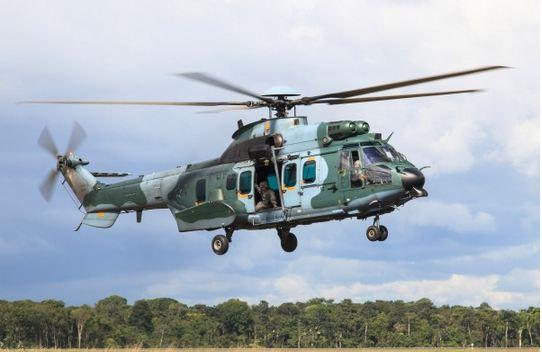 FAB e Helibras avaliam desempenho dos helicópteros H-36