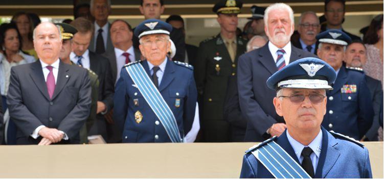 Jaques Wagner destaca avanços da Aeronáutica durante posse de novo comandante