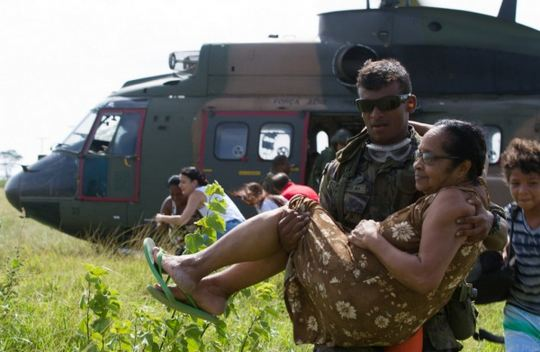 Militares de Esquadrões de helicóptero relatam a rotina de trabalho