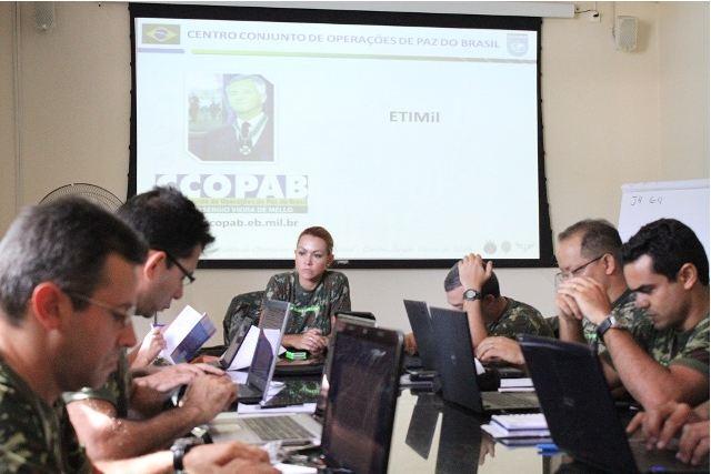 Centro Conjunto de Operações de Paz do Brasil entrega certificados do Estágio de Tradutores e Intérpretes