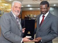 Jaques Wagner recebe ministro de Cabo Verde