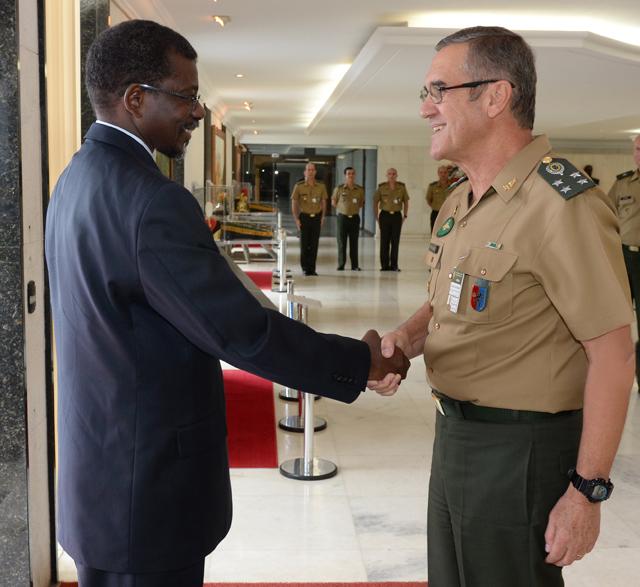 Ministro da Defesa da República de Cabo Verde visita Quartel-General do Exército