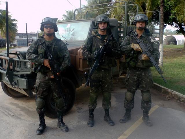 Um Belo Exemplo – Militares da Força de Pacificação salvam criança no Complexo da Maré