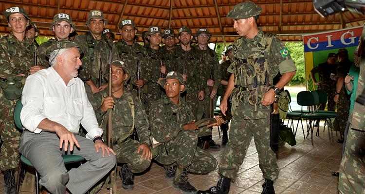 Jaques Wagner visitou o Centro de Instrução de Guerra na Selva: 50 anos de existência e mais de 5,5 mil militares formados