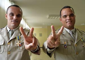 Soldados da Polícia Militar da Bahia (PM-BA) Roberto Costa e José Modesto