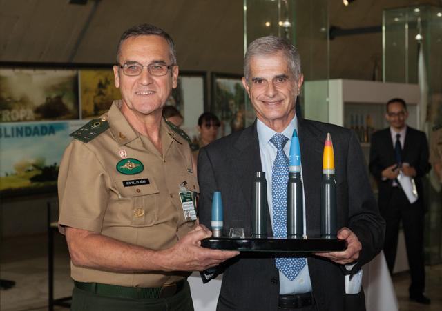 Nova munição 30 milímetros é entregue ao Exército Brasileiro