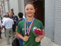 Sargento Alexsandra Aguiar com medalhas de ouro que conquistou na competição