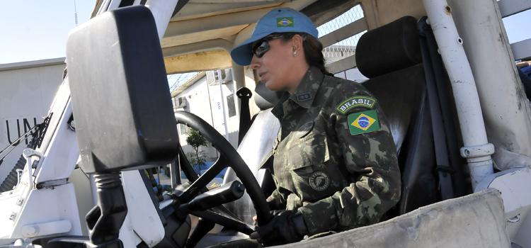 O Brasil possui mulheres militares na Minustah, onde cerca de dez profissionais atuam como jornalista, relações públicas e assessora jurídica.