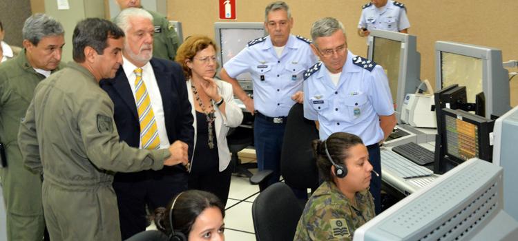Força Aérea Brasileira exerce o controle do espaço aéreo do país numa área equivalente a 22 milhões de km².