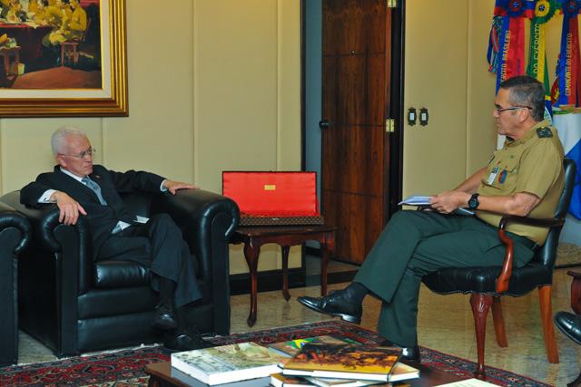 Ministro Chefe da Secretaria de Assuntos Estratégicos visita o Comandante do Exército