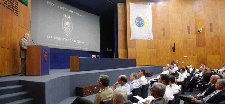 Ministro Jaques Wagner profere aula magna para alunos do Curso Superior de Defesa da ESG