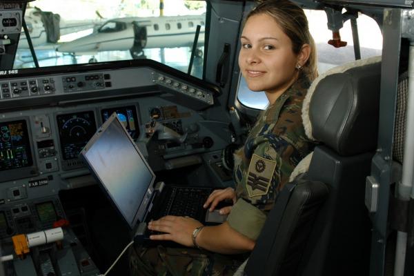 Aeronáutica oferece 142 vagas para nível técnico