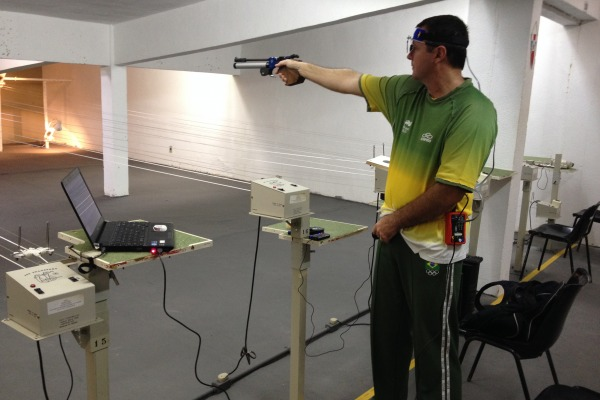 Com foco nas olimpíadas, atirador da FAB se prepara em competições internacionais