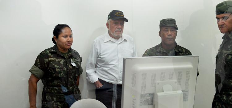 Ministro acompanha trabalho de militares na assistência à saúde aos indígenas
