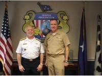 Contra-Almirante Carlos Henrique Silva Seixas com o Vice-Almirante Michael J. Connor