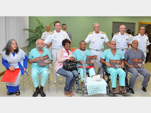 Comando-Geral do Corpo de Fuzileiros Navais realiza visita aos baixados no Hospital Naval Marcílio Dias