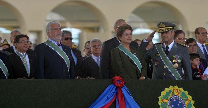 Dia do Exército: presidenta destaca relação de confiança entre a população e a Força Terrestre