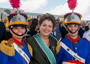 Presidenta Dilma com as tenentes Érika e Daniella - Foto: Roberto Stuckert