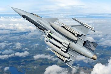 """""""Nasce aqui nessa LAAD o Gripen sueco-brasileiro"""", diz ministro Jaques Wagner sobre acordo entre Embraer e Saab"""