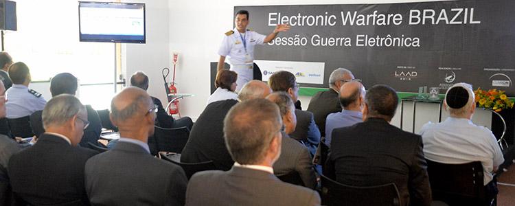 LAAD 2015: Guerra eletrônica é debatida em conferência com representantes internacionais e militares brasileiros
