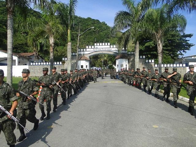 1ª Brigada de Artilharia Antiaérea realiza marcha de 8 km