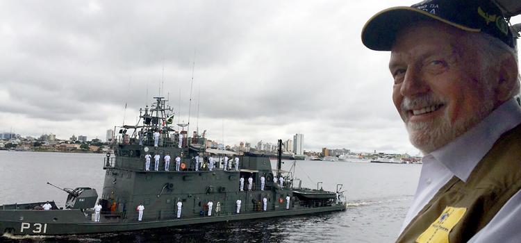 Jaques Wagner durante o desfile naval: apoio à Hidrovia do Rio Madeira, que terá uma extensão de 1.076 km - Foto: Divulgação/MD