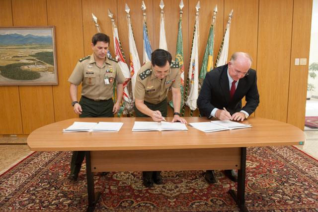 Acordo de cooperação entre Exército e Receita Federal aumentará a eficiência das Operações Conjuntas