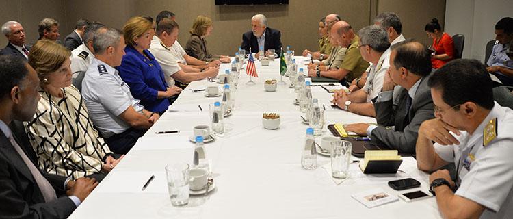 Antes da abertura da LAAD 2015, Brasil e EUA reforçam parceria em defesa