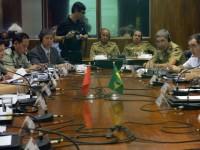 """Almirante Ademir Sobrinho (primeiro à direita): """"Brasil e China são parceiros ideais em defesa."""""""