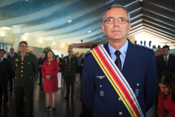 Comandante da Aeronáutica é condecorado pelo STM