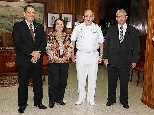 Comandante da Marinha recebe comitiva da Comissão de Relações Exteriores e de Defesa Nacional