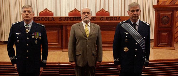 Jaques Wagner dá posse ao brigadeiro Rafael Rodrigues como novo comandante da Escola Superior de Guerra