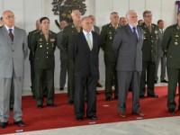 Ministro Jaques Wagner ao lado do comandante do Exército, general Villas Bôas: promoção dos oficiais ao posto de general-de-brigada