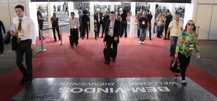 10ª edição LAAD 2015 encerrou com mais de 30 mil visitantes, expositores de 45 países e 158 delegações oficiais