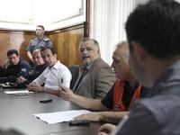 Comandante do 8º DN e o Capitão dos Portos de São Paulo (ao fundo), durante reunião do gabinete de crise