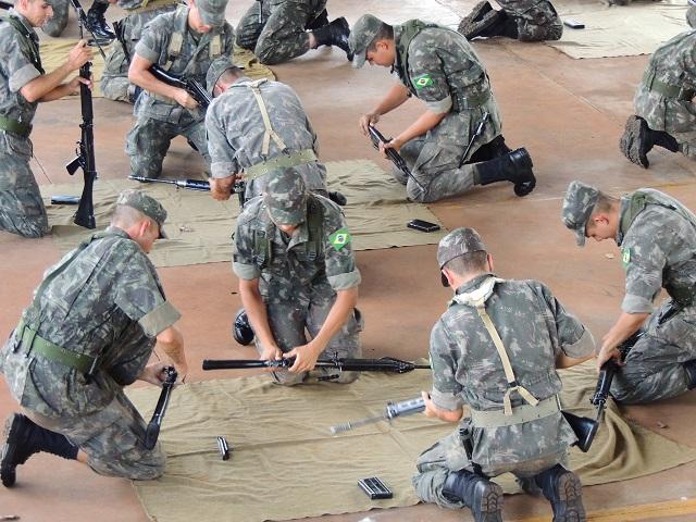 27º Grupo de Artilharia de Campanha realiza Competição de Desmontagem e Montagem de Fuzil
