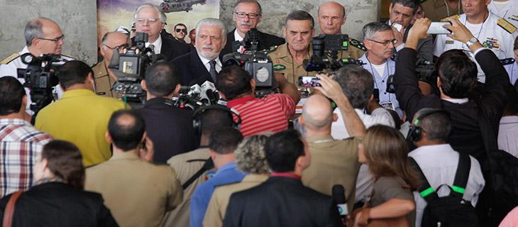Jaques Wagner durante coletiva após a abertura da LAAD: Indústria de defesa cresce no Brasil