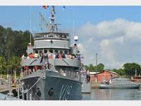 """Corveta """"Caboclo"""" desatraca com Soamarinos da Base Naval de Aratu"""